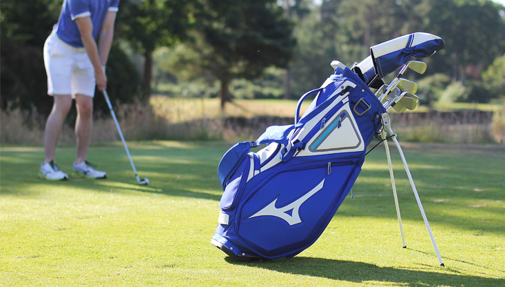 Mizuno stand bag with golfer